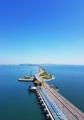 Un cielo azul sobre la central de energía mareomotriz de Ansan