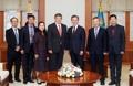 El presidente surcoreano con el director general de la OIT