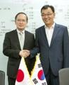 日本大使と握手