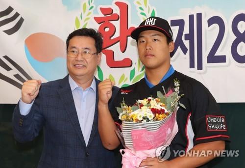 kt 슈퍼신인 강백호, 좌익수로 데뷔…투타겸업은?