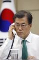 韓日首脳が電話会談