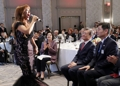 La soprano Jo Su-mi felicita al presidente Moon