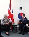 Moon y la primera ministra del Reino Unido