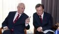 Moon y el presidente checo