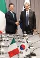 Moon con el primer ministro italiano