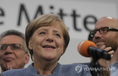 """메르켈 """"AfD와의 연정·정책공조 불가""""…野택한 사민당에 손짓(종합)"""