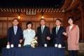 Moon se reúne con los líderes de partidos políticos