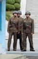 警戒続ける北朝鮮兵