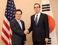 Le vice-ministre de l'Economie avec le secrétaire américain au Trésor