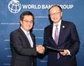 Le ministre des Finances avec le patron de la Banque mondiale
