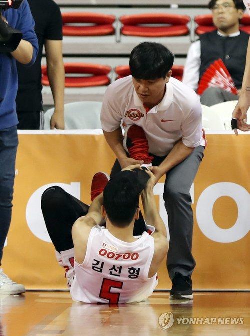 프로농구 시즌 초반 '부상 주의보'…김선형 발목 부상