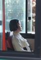 路線バスに「少女像」