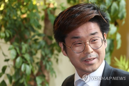 """한국계 佛의원 """"마크롱·문재인 당선 비슷…더 협력해야""""(종합)"""