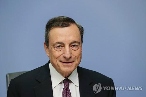 """ECB 드라기 총재 """"노동시장 개선위해 임금·물가 끌어올려야"""""""