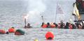 Plongeuses avec la flamme olympique