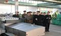 El líder norcoreano visita una fábrica de vehículos