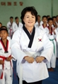 La primera dama practicando taekwondo