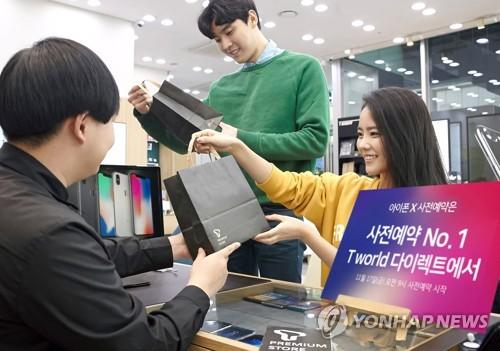 아이폰X 열기…SKT 추가 온라인 예약도 17분 만에 매진