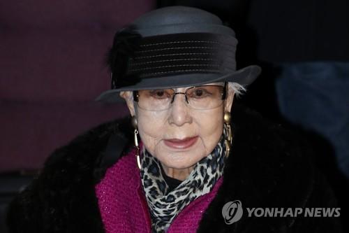 """""""사랑하는 최은희 여사님, 오랜만에 뵙습니다"""""""
