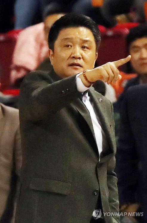 프로농구 전자랜드 유도훈 감독, 경기 중 퇴장으로 벌금 100만원