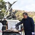 Chef de l'Etat ouzbek au cimetière national