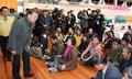 الرئيس مون يقدم المواساة المشردين