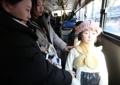 バスに乗った少女像