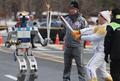 ロボットが平昌五輪聖火リレー