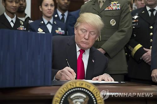 """트럼프 정부 """"보고서에 '트랜스젠더·태아'라고 쓰지 마라"""""""