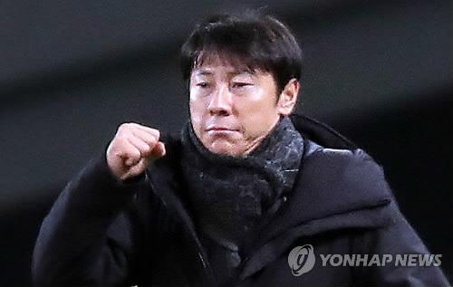 """'도쿄 대첩' 이끈 신태용 감독 """"월드컵 위해 보완할 점 많아"""""""