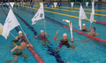 泳いで聖火リレー