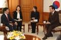 El primer ministro surcoreano con el vice primer ministro vietnamita