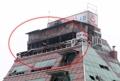 火災ビルの8・9階にテラス違法設置