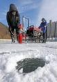 Preparativos para un festival de pesca sobre el hielo