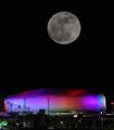 Luna llena en la plaza olímpica de Gangneung