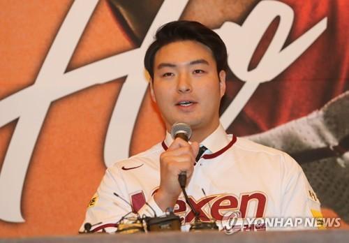 박병호, 넥센 스프링캠프 첫 실전 경기에서 홈런포