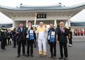 Devant le cimetière national de Séoul