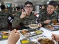 Soldiers relish noodles served by volunteers