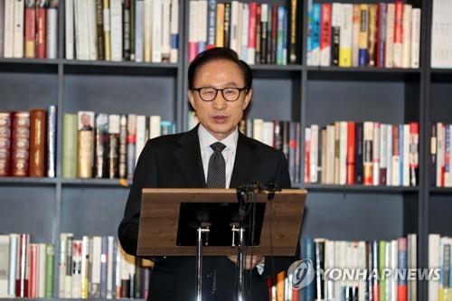 李明博元大統領 側近への検察捜査に反発