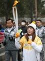 المغنية ساندارا بارك تشارك في نقل الشعلة الأولمبية