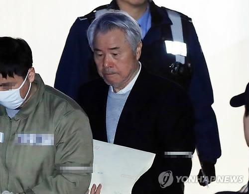 '갑질·제왕 경영' 미스터피자 정우현 징역 3년에 집행유예 4년(종합)