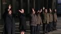Kim Yo-jong salue la troupe