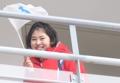 朝鮮半島旗を手に満面の笑顔