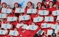 朝鮮半島旗を手に応援