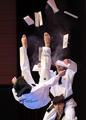 El equipo surcoreano de demostración de taekwondo