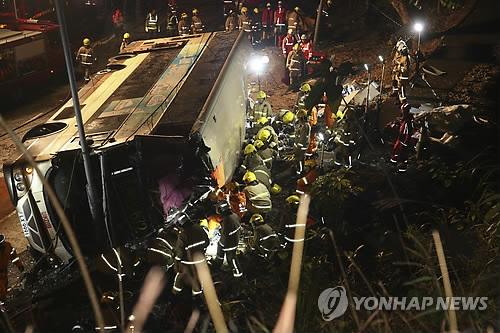 홍콩, '이층버스 참사'에 설 불꽃놀이 취소…시진핑도 애도