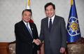 韓国首相と大島衆院議長が握手
