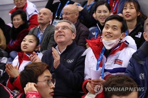 """IOC 바흐 """"북한 도쿄올림픽 참가 도울 것…평창 이후 방북"""""""
