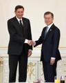Moon sostiene una cumbre con el presidente esloveno