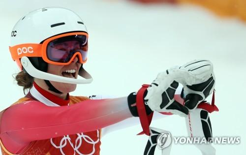 """[올림픽] '스키 여왕과 요정' 꺾고 깜짝 우승…지생 """"인생 경기 했어요.."""